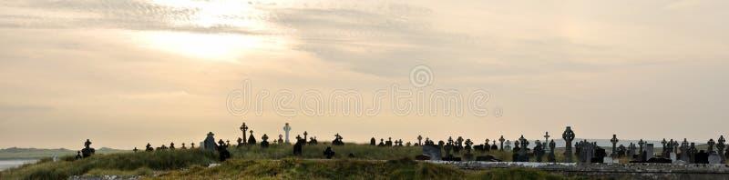Irland-Kirchhof an Sonnenuntergangpanorama 2 lizenzfreies stockfoto
