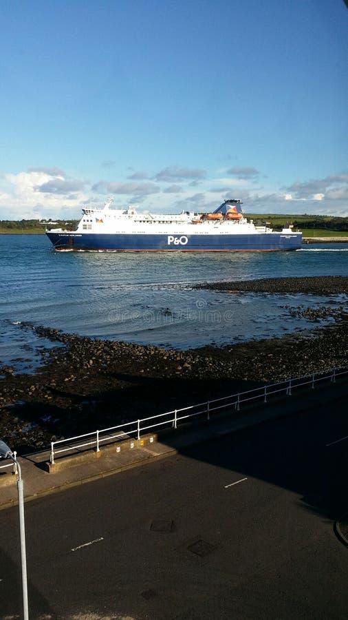 Irlanda do Norte e um barco ao scotlañd fotos de stock royalty free