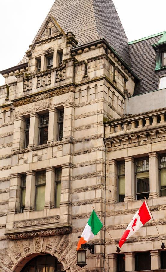 Irlandczyka i kanadyjczyka flaga w Wiktoria obraz stock