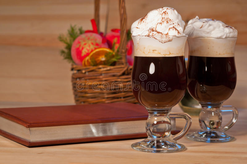 Irlandzka kawa na bożego narodzenia tle zdjęcia royalty free