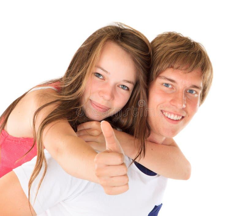 Irmão novo e irmã felizes foto de stock