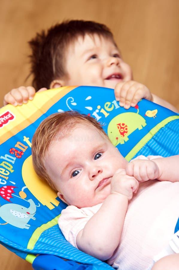 Irmãos do bebê imagem de stock royalty free