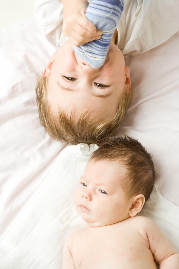 Irmãos do bebê   foto de stock royalty free