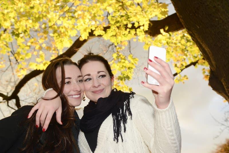Irmãs felizes fotografia de stock royalty free