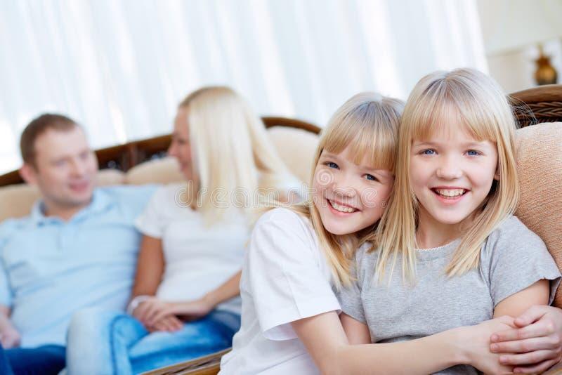 Irmãs gêmeas fotografia de stock royalty free