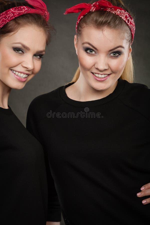 Irmãs loving no pino retro acima do stylization imagem de stock royalty free