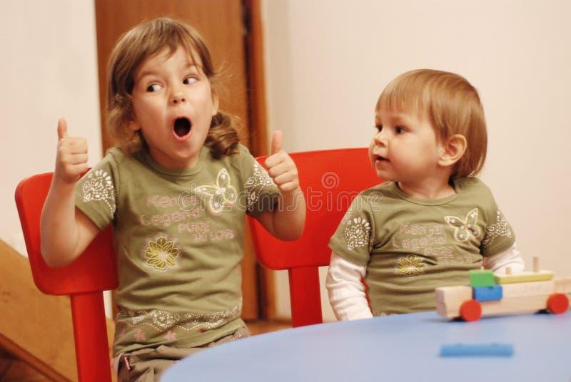 Irmãs que têm o divertimento fotografia de stock royalty free