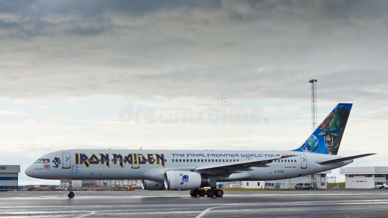 iron maiden 39 s ed force one airplane editorial photo image 21986831. Black Bedroom Furniture Sets. Home Design Ideas