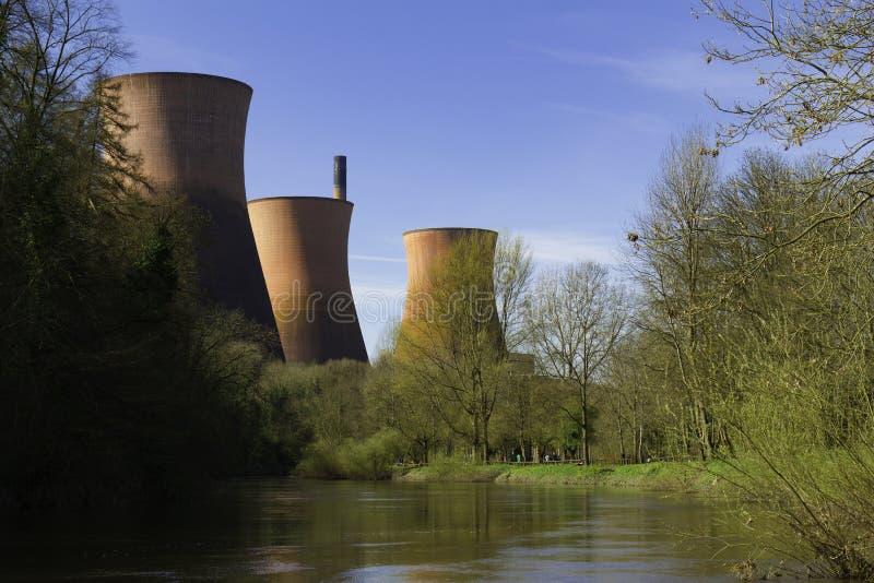 Ironbridge-Kraftwerk mit Fluss Severn Shropshire lizenzfreie stockfotos
