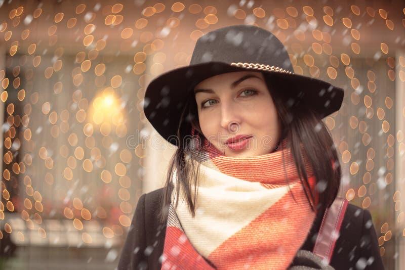 Ironisches Lächeln der Frau lizenzfreie stockfotografie