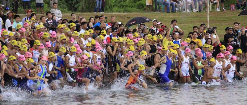 ironman菲律宾赛跑启动游泳 库存照片