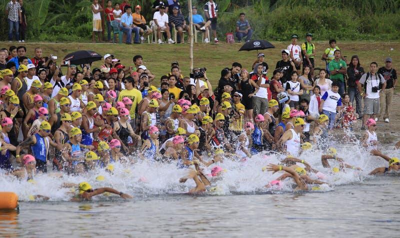 Ironman Filipinas que nadam o começo da raça foto de stock royalty free