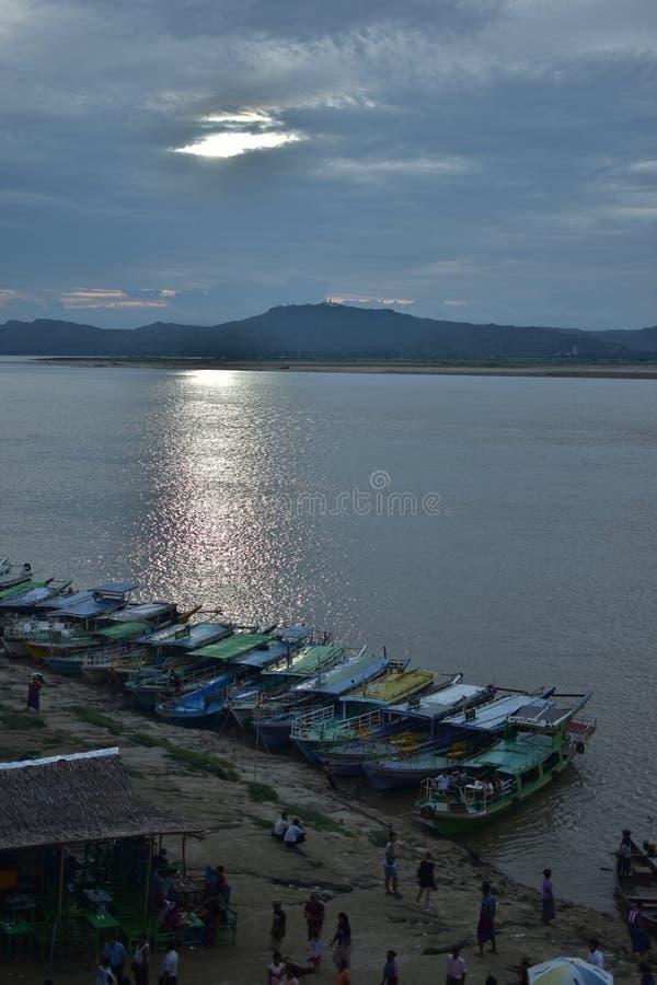 Irrawaddy河, Bagan日落 免版税库存图片