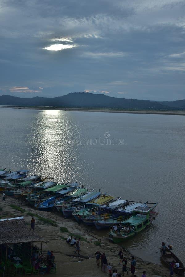 Irrawaddy河, Bagan日落 免版税库存照片