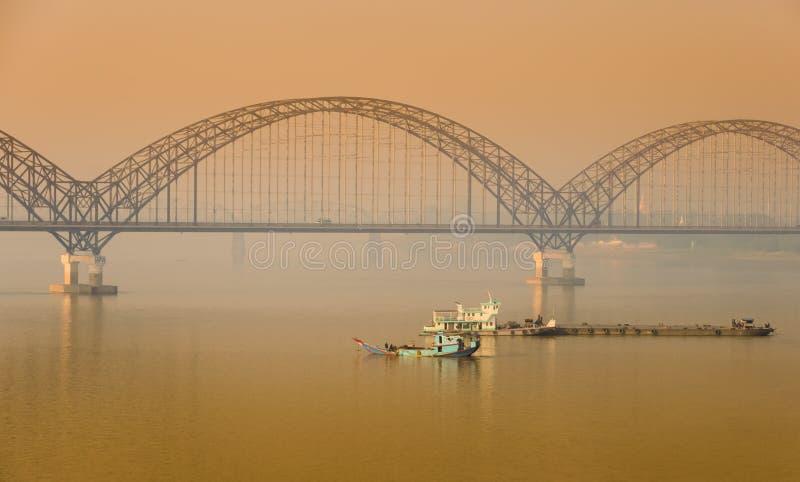 Irrawaddy bro i Sagaing, Myanmar arkivbilder