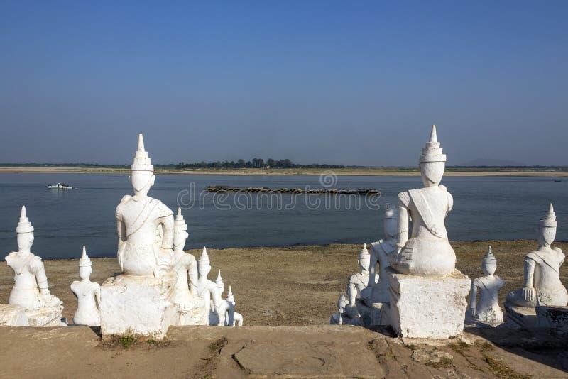 Irrawaddy flod på Mingun - Myanmar royaltyfri bild