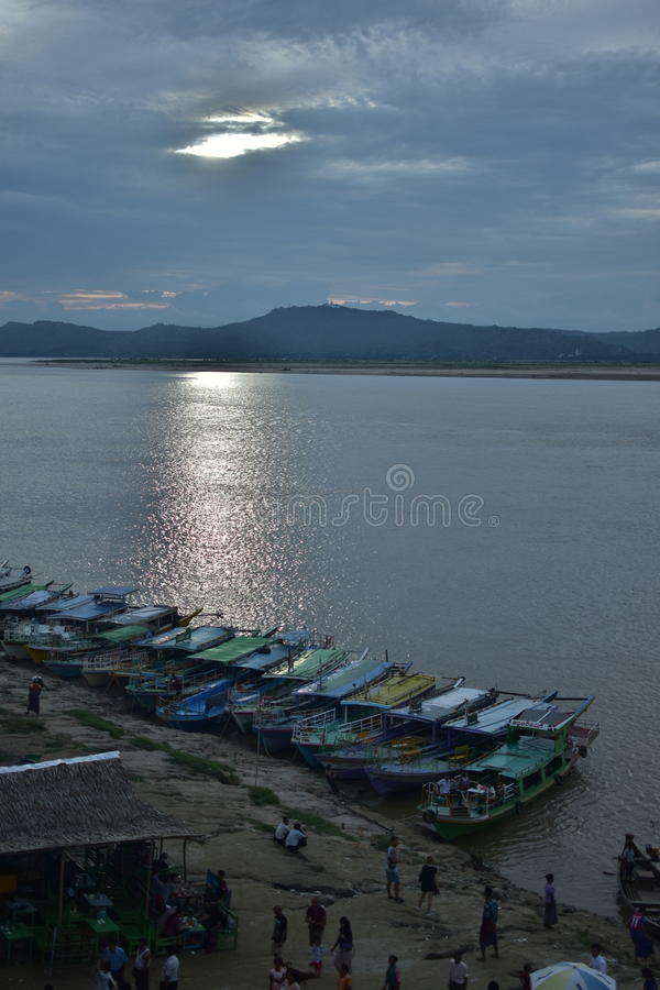 Irrawaddy rzeka, Bagan zmierzch obrazy royalty free