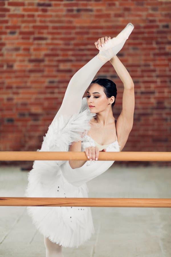 irrealna elastyczność , początku uczenie balet dzisiaj fotografia stock