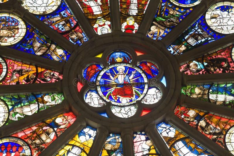 Irrita o detalhe do vidro manchado da catedral fotos de stock