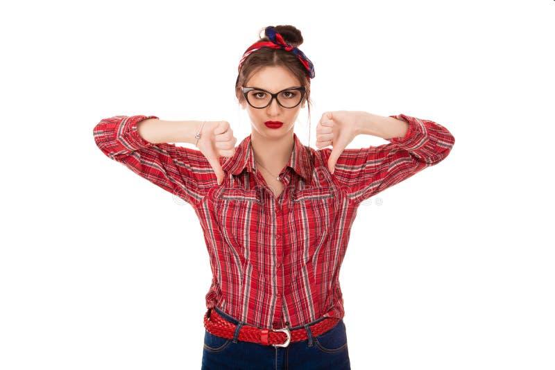 Irritado desagradado mijado fora da mulher irritou a doação dos polegares para baixo fotografia de stock royalty free