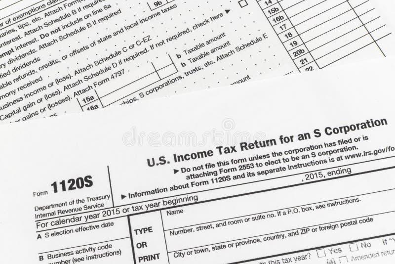 IRS het Inkomensbelastingaangifte van het Vorm1120s Kleine Bedrijf royalty-vrije stock afbeeldingen