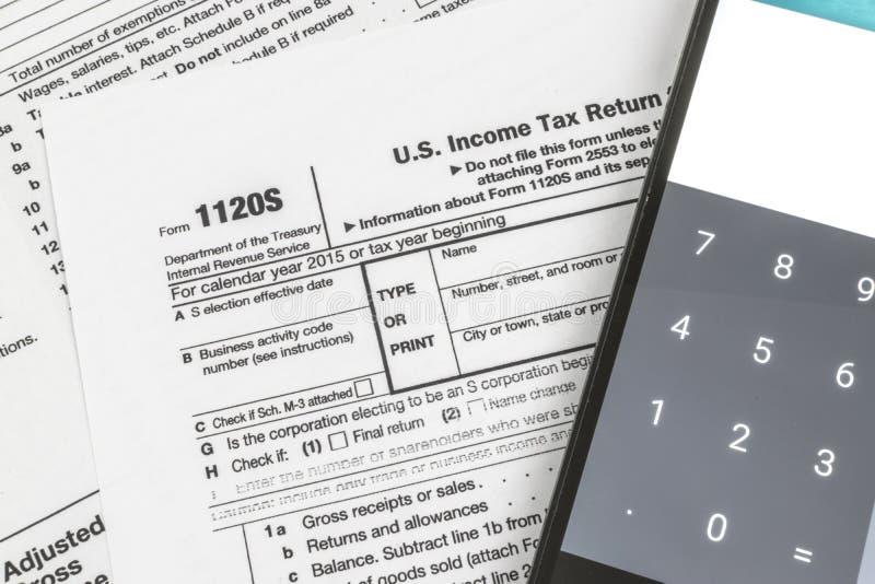 IRS het Inkomensbelastingaangifte van het Vorm1120s Kleine Bedrijf stock foto's