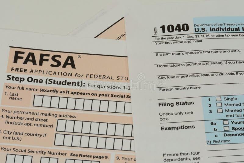 Irs- och FAFSA-skattformer arkivfoto