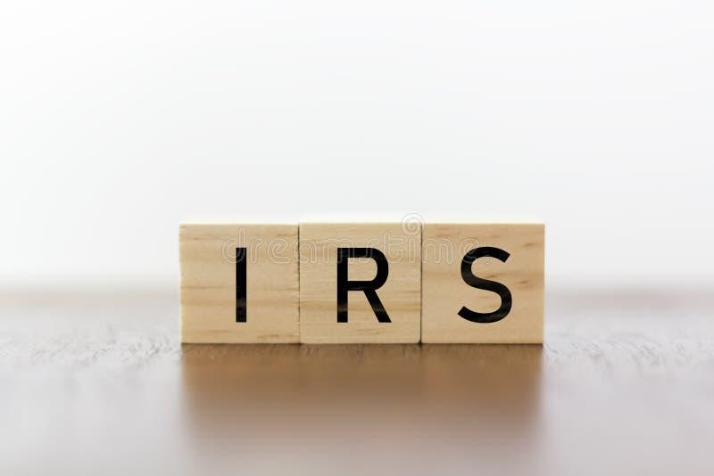 IRS woord op houten kubussen royalty-vrije stock afbeeldingen