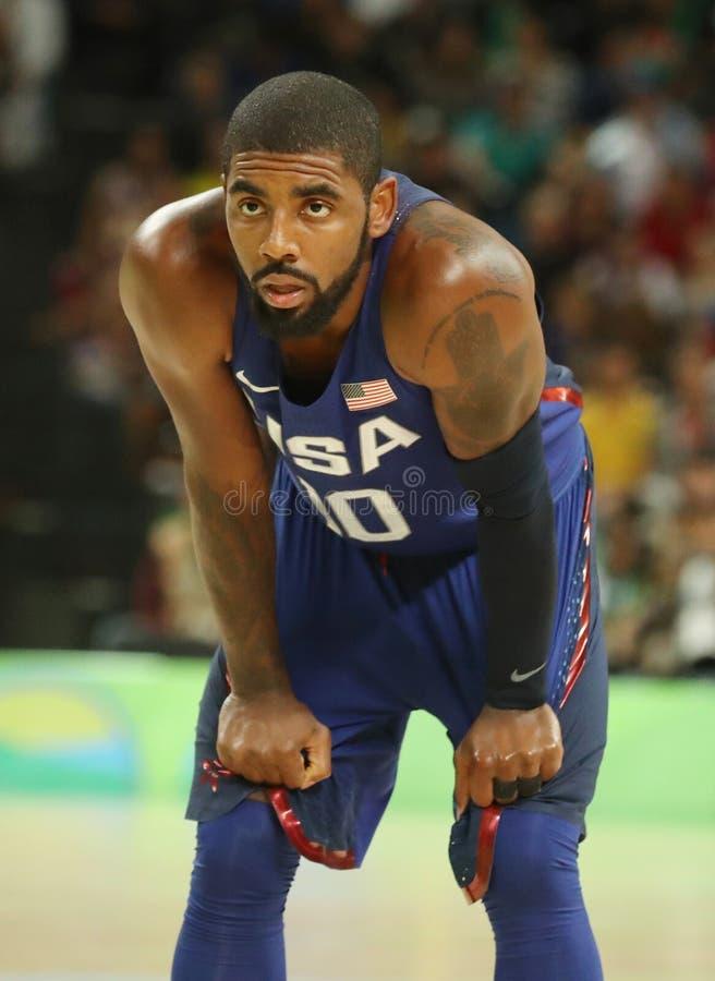 Irving Kyrie del equipo Estados Unidos en la acción durante partido de baloncesto del grupo A entre el equipo los E.E.U.U. y Aust imagen de archivo