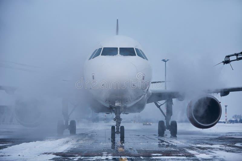 Isa av av flygplanet fotografering för bildbyråer