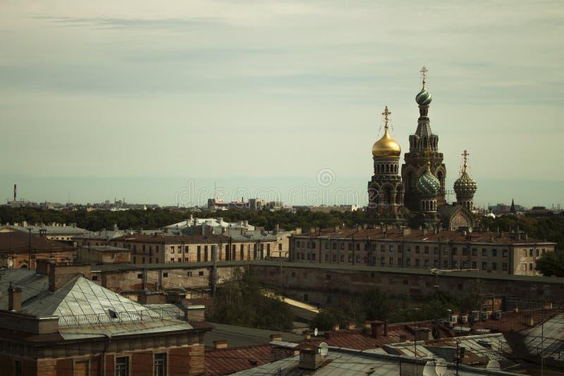 -Isaac, die Nacht von St Petersburg lizenzfreie stockfotografie