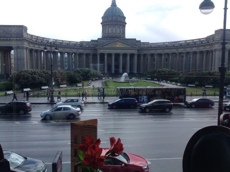 Isaacy看法从书议院的咖啡馆的  免版税库存照片