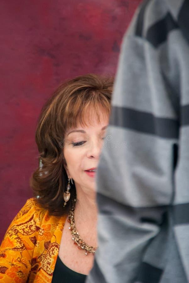 Isabel Allende in de Boekenbeurs van Madrid stock afbeeldingen