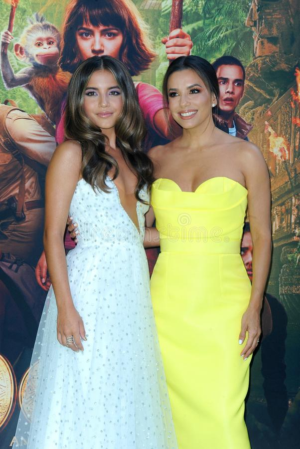 Isabela Moner en Eva Longoria royalty-vrije stock foto's