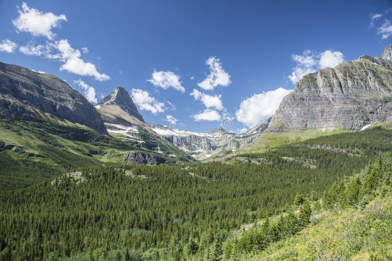 Isberg dal för berg för sjöslinga - glaciärnationalpark royaltyfri fotografi