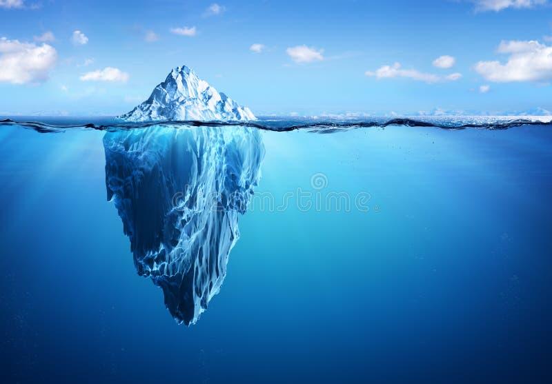 Isberg - dold fara och global uppvärmning royaltyfri fotografi