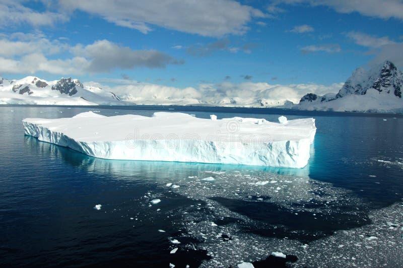 Isberg i Antarktis royaltyfria foton
