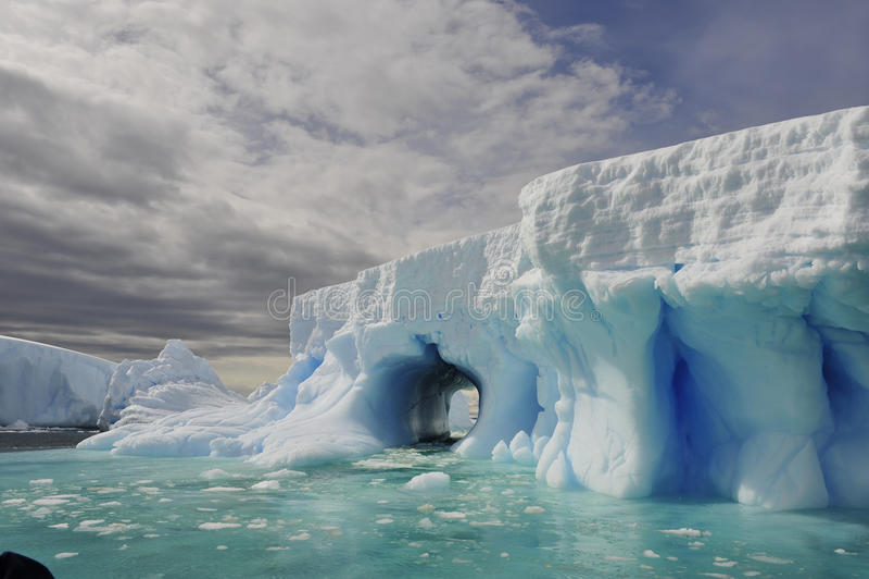 Isberg i Antarktis royaltyfri foto