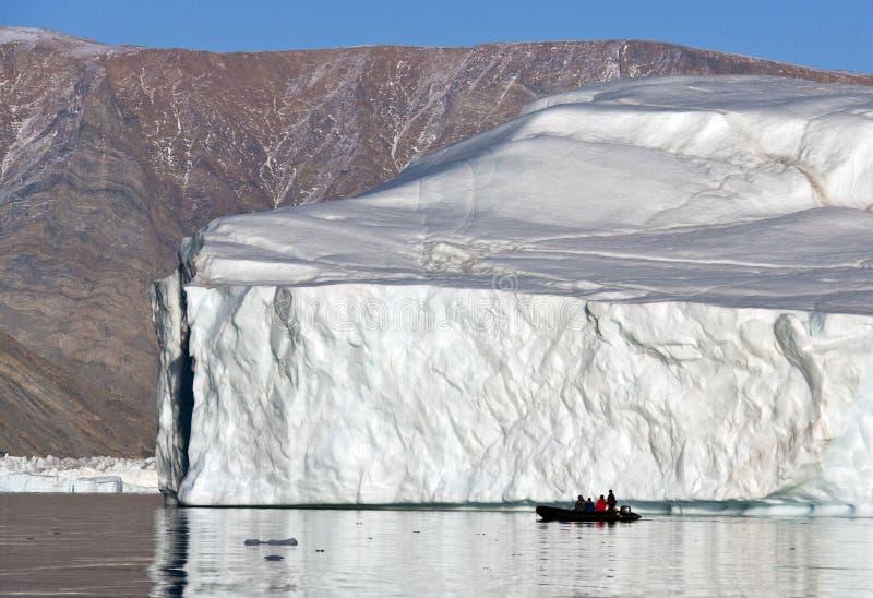 Isberg i Scoresbysund i Grönland arkivfoto