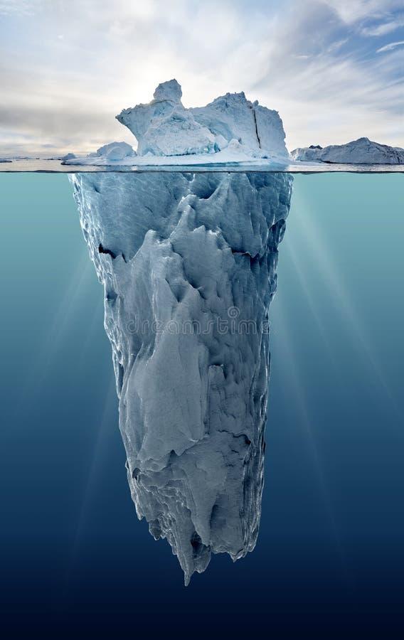 Isberg med undervattens- sikt royaltyfria bilder