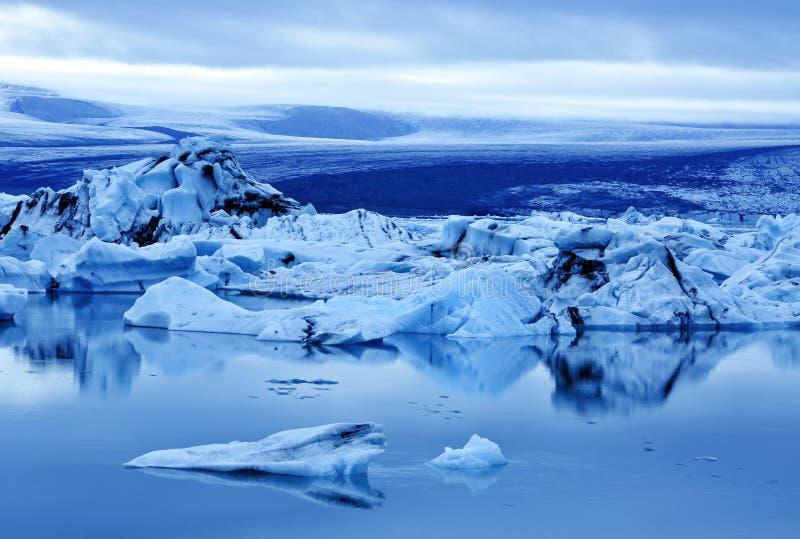 Isberg på den Jokulsarlon lagun royaltyfri foto