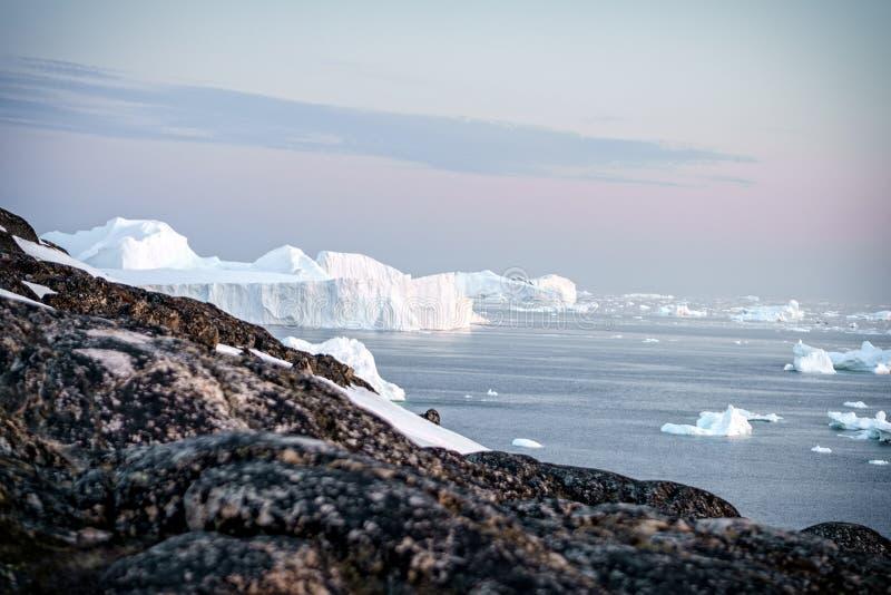 Isberg på det arktiska havet i Grönland royaltyfri fotografi