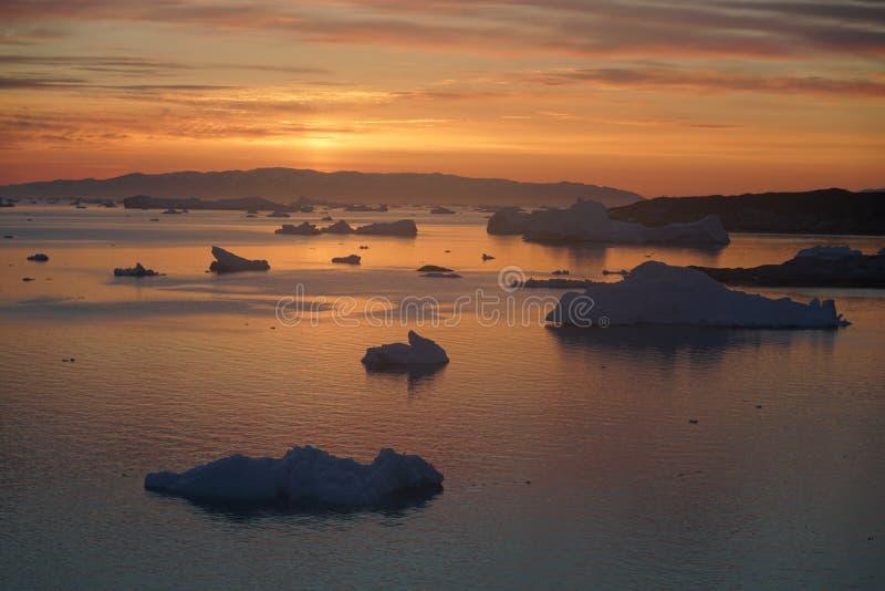 Isberg på det arktiska havet i Grönland royaltyfria foton
