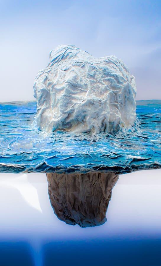 Isbergmodellen, som liknar mänsklig kommunikation till isbergiskuber med ett synligt utflöde av vatten Förhållandet är mycket lit arkivfoton