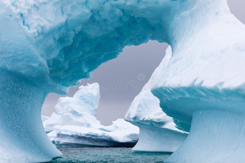 Isbildande i Antarktis Precis utöver Gerlache är svårigheter var denna isträdgård finns arkivfoto