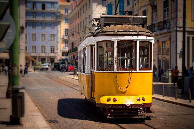 isbon παλαιό τραμ οδών κίτρινο στοκ φωτογραφία με δικαίωμα ελεύθερης χρήσης