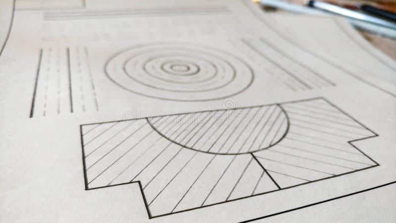 Iscensätta den mekaniska teckningen på papper Diagram linjer, cirkel som dras av blyertspennan arkivbild