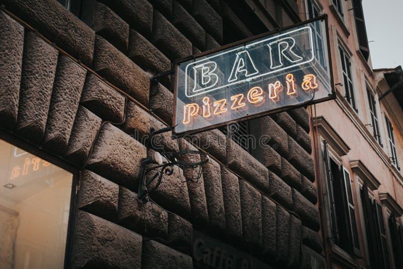 Iscrizione al neon della pizzeria di Antivari fotografia stock