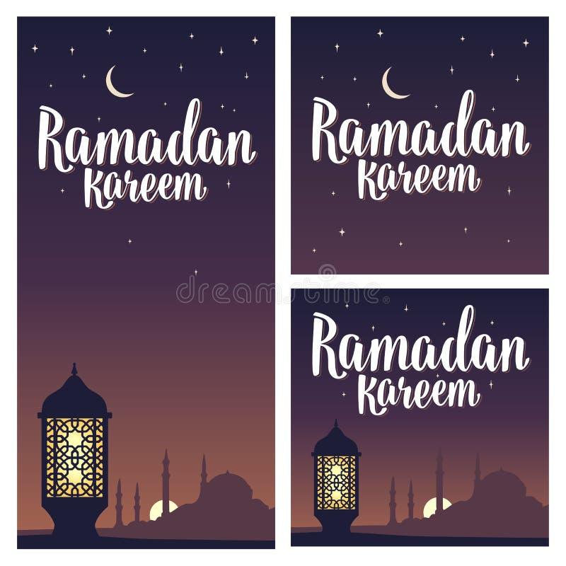 Iscrizione del kareem del Ramadan con la lampada, minareti, mezzaluna, stella in cielo illustrazione vettoriale