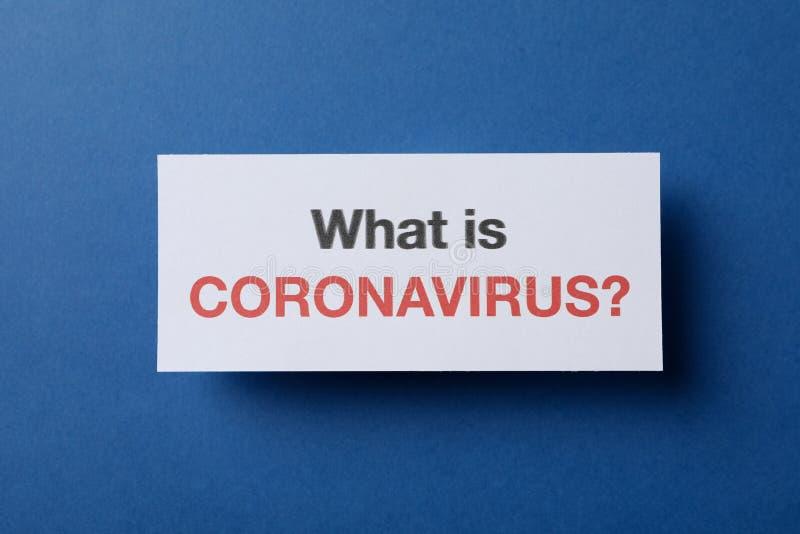 Iscrizione 'What is Coronavirus?' in background, spazio per il testo, vista superiore Medicale e medicale immagine stock libera da diritti